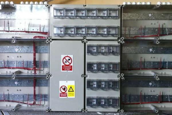 instalatii-electrice-bransamente-bloc-344CA5894-71B5-E6C6-AB03-C4C20E2D4CE0.jpg